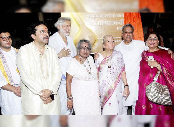 Hariharan, Poonam Sinha, Mayor Vishwanath Mahadeshwar, came for unveiling of Sangeet Mahamahopadhyay Pandit Maniram Ji Marg at Versova.