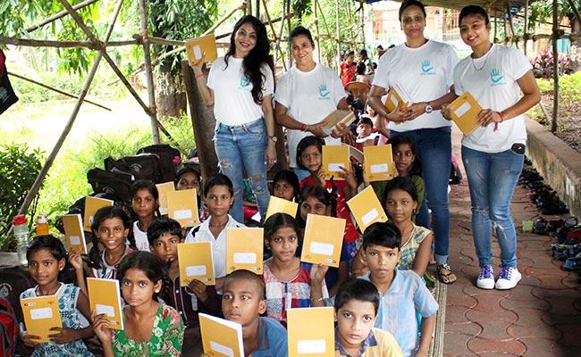 Nikita Rawal, Sonali, Aarti, Aastha & Priya