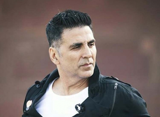 Akshay Kumar beats Mumbai traffic by taking a metro